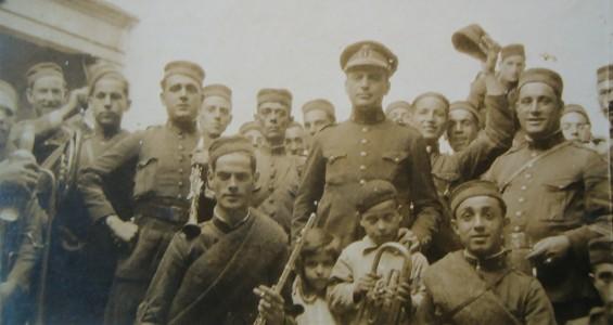 Beigbeder con Luis Romero (con la flauta en primer plano), director que fue de la Banda, Orquesta y Coro sanluqueños